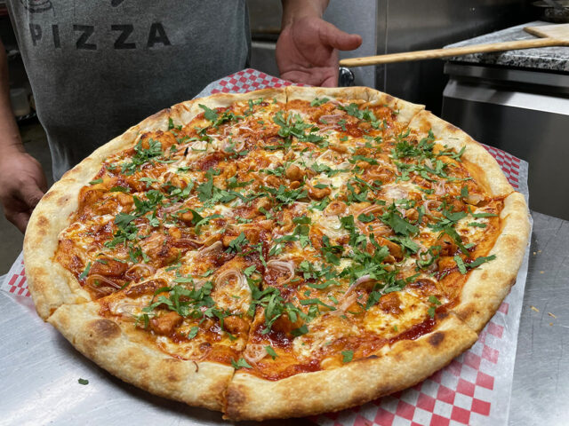 https://deliciouspizza.com/wp-content/uploads/2020/11/Pizza-Delicious-California-Love-BBQ-Chicken-Pizza-1080x810-72dpi-1-640x480.jpeg