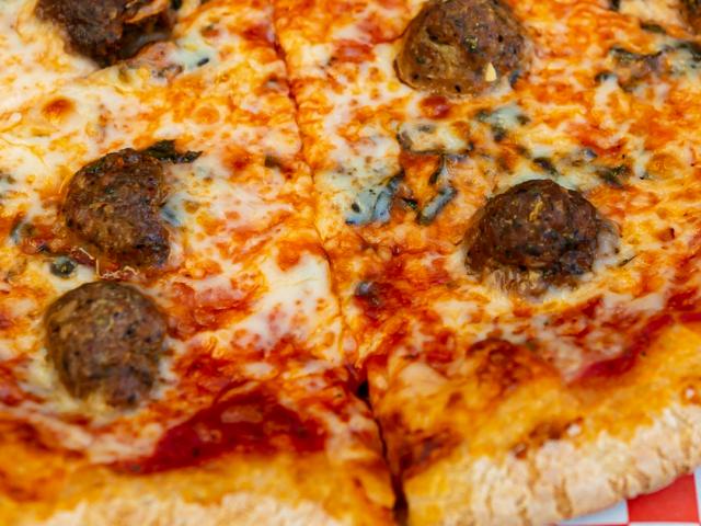 https://deliciouspizza.com/wp-content/uploads/2020/12/shotcallin-bigballin-640x480.png